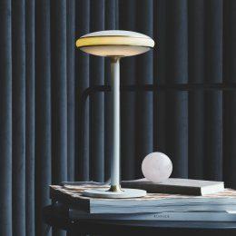Shade ØS1 LED-bordslampa ringar mässing fot vit